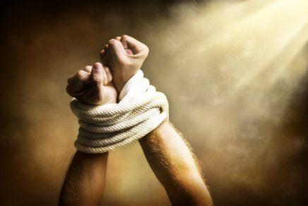 O homem após a queda perde sua comunhão com o senhor, seu Deus.