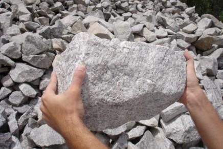 Primeiro, a pedra grande